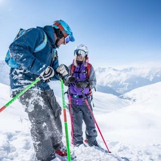 2 skieurs poudreuse